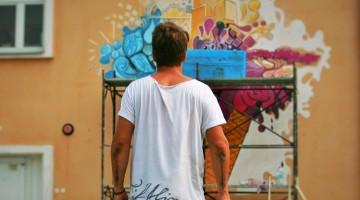 Școlile și liceele din Sibiu în prima zi de școală - colorate de artă urbană!