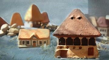 Căsuțe românești tradiționale sau cu aer medieval traduse în decor