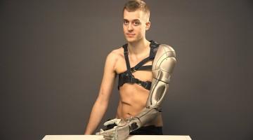 Bine ai venit în viitor! Un gamer s-a transformat într-un adevărat cyborg!