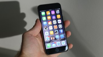 Păzea, Apple se pune pe vânat hoții
